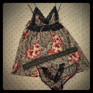 Beautiful slip and undies set. Never worn!